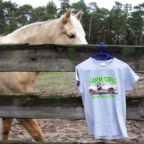 "Cowboy Brand Shirt ""Farm Girls ain´t afraid to get dirty"""