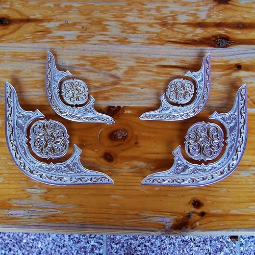 "Montana Silversmiths Corner Plate Set ""Golden Ornamentic"""